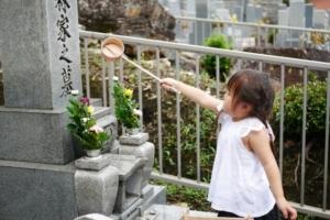 お墓の水差しの意味と守るべきマナー